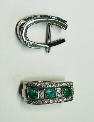 pendientes y diamante verde