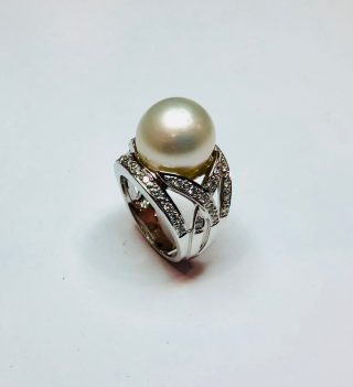 anillo de bola blanca